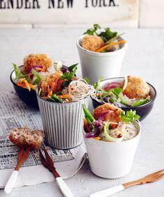 Knusper-Klöpschen zu Glasnudeln: Nori, Dill und Sesam geben Lachs und Garnelen eine asiatische Note.