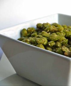 Crispy Parmesan Garlic Edamame 10 Easy Snack Recipes That You Actually Have Time For. Easy Snacks, Healthy Snacks, Healthy Eating, Appetizer Recipes, Snack Recipes, Cooking Recipes, Appetizers, Dip Recipes, Yummy Recipes