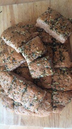 Selbst gemachtes würziges Knoblauch-Brot ist gut vorzubereiten, geht schnell und gelingt einfach immer mit unserem erprobten Rezept. #knoblauchbrot #rezept #brotbacken #brotrezept #grillbrot Cupcakes, Fruit, Desserts, Food, Garlic Bread, Homemade, Recipe, Breads, Tailgate Desserts