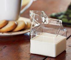 家に置きたいクリエイティブなインテリアガラス製品いろいろ■アイデアが楽しいガラス製インテリア雑貨たちガラスだからできる模造や部屋をスッキリさせる家具など見ていて面白いですね。個人的にはミルククリーマー