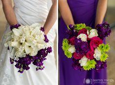 bouquets con flores blancas y en vez de moradas de color azul navy. :D will be perfect! :')