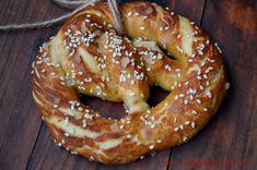 Covrigi bavarezi (Bretzel) - CAIETUL CU RETETE Bavaria, Bagel, Doughnut, Bread, Vegan, Desserts, Food, Romanian Recipes, Sweet And Saltines