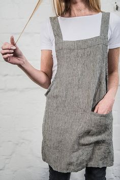 Washed and soft square cross linen apron (Japanese apron) is made from 100 %… Sewing Aprons, Sewing Clothes, Doll Clothes, Japanese Apron, Japanese Style, Japanese Sewing, Style Japonais, Linen Apron, Aprons Vintage