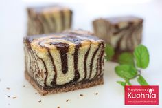 Hidden Zebra Pattern tutorial at: Ciasto zebra Surprise Inside Cake, Polish Recipes, Polish Food, Muffin, Goodies, Healthy Eating, Cooking Recipes, Pudding, Sweets