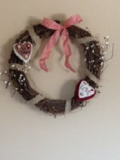 Grapevine Prim V-Day wreath with white pip berries