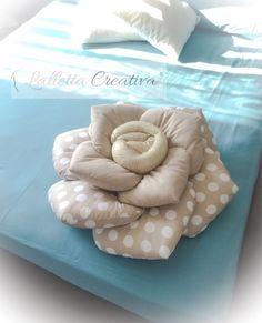 Pillow Crafts, Diy Pillows, Decorative Pillows, Cushions, Throw Pillows, Diy Rose Pillow, Handmade Home Decor, Handmade Decorations, Craft Ideas