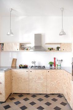 diy- Küche DIY kitchen, tags old building + plywood + DIY + award kitchen Plywood Furniture, Plywood Interior, Kitchen Furniture, Kitchen Interior, Diy Furniture, Furniture Design, Diy Kitchen, Kitchen Cabinets, Kitchen Floors