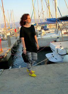 Neon Details #outfit #style #fashion #neon #leggings #tunic #OASAP #jewelry #bracelet #BW #yellow #shirt #espadrilles #bag #print