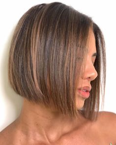 50 Blunt Cuts and Blunt Bobs That Are Dominating in 2020 - Hair Adviser Blunt Bob Cuts, Bob Hairstyles For Fine Hair, Layered Bob Hairstyles, Short Hairstyles For Women, Short Blunt Bob, Long Blunt Cut, Bobs For Fine Hair, Blunt Hairstyles, Oblong Face Hairstyles