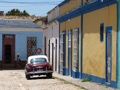 post on Rompiballe On The Road: Cienfuegos e Trinidad #Cuba #travel #travelphotography #holiday #vacation #america #viaggi #ontheroad #Trinidad #houses #architecture #cars