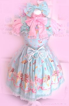 Lolita street fashion has some of the most artistic and adorable clothes I have ever seen. This look was created by Princess Peachie!