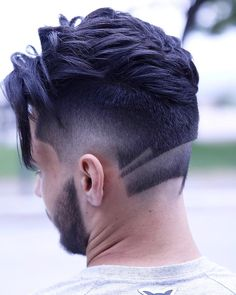 Cool neck design and long textures on top by barber rafa_underground on Instagram. #neckdesigns #haircuts