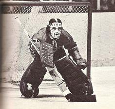 Rogie Vachon in Montreal. Hockey Goalie, Hockey Teams, Hockey Players, Ice Hockey, Hockey Stuff, Montreal Canadiens, Nhl, Stars Hockey, Goalie Mask