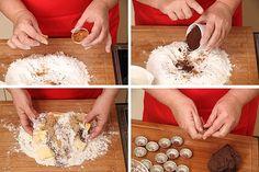 Pečeme cukroví s Hankou: Oříškové košíčky přelité čokoládou - Proženy Coconut Flakes, Spices, Food, Spice, Eten, Meals, Diet