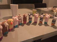 Makkelijke peuter traktatie. Hema yoghurt rozijntjes met een Hema vingerpopje. Birthday Snacks, Halloween Birthday, 4th Birthday Parties, It's Your Birthday, Boy Birthday, Birthday Recipes, Diy For Kids, Crafts For Kids, Cute Snacks