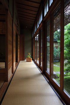 Hall lining the garden or courtyard. I like this one more than standard Japanese halls because the outside panels are glass instead of solid wood. You can still enjoy the outdoors on cold or wet days.