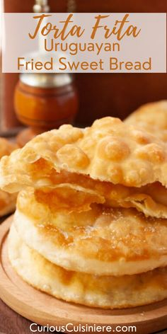 Torta frita criolla. A crispy fried dough, tossed in sugar, and served with mate for an afternoon snack. Homemade Crackers, Homemade Breads, Fritas Recipe, Bread Recipes, Snack Recipes, Sweet Roll Recipe, Knead Bread Recipe, Healthy Granola Bars, Popular Appetizers