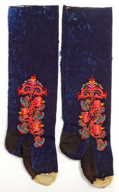 FolkCostume&Embroidery: East Telemark, Norway, socks and shoes for Raudtroje and Beltestakk Rosemaling Pattern, Folk Clothing, Wool Embroidery, Scandinavian Art, How To Make Clothes, Folk Costume, Fashion History, Traditional Outfits, Creative Inspiration