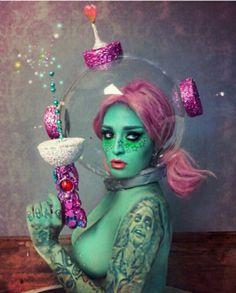 alien makeup Image may contain: 2 people Alien Halloween, Halloween Costume Contest, Halloween Kostüm, Space Costumes, Diy Costumes, Cosplay Costumes, Space Girl Costume, Alien Costumes, Alien Make-up