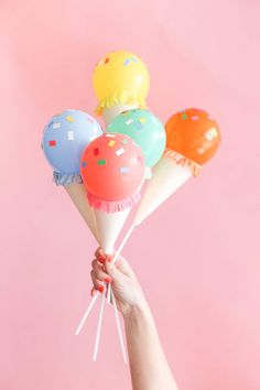 39 Easy DIY Party Decorations - Mini Ice Cream Cone Balloon Sticks DIY - Quick And Cheap Party Decors, Easy Ideas For DIY Party Decor, Birthday Decorations, Budget Do It Yourself Party Decorations Diy Party Dekoration, Mini Ice Cream Cones, Ice Cream Social, Festa Party, Candy Party, Party Favors, Balloon Decorations, Balloon Garland, Easy Party Decorations