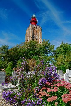 Westkapelle #lighthouse church from the churchyard by Vainsang, via Flickr    http://www.roanokemyhomesweethome.com