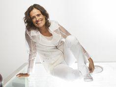 """Com objetivo de democratizar o acesso da população à cultura e propor uma promover a luta contra a fome, o projeto """"Mesa Brasil Musical"""" promove o show da cantora Zélia Duncan. Saiba mais"""
