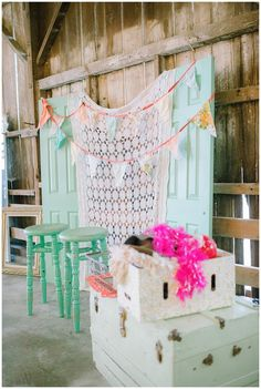 Vintage barn wedding | Diy Photobooth | Julie Paisley Photography | www.juliepaisley.com