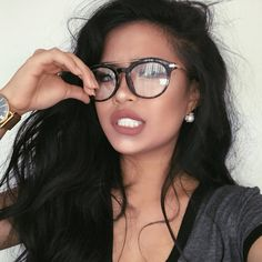 makes me want brunette hair again 😩 Cute Glasses, Girls With Glasses, Beauty Makeup, Hair Makeup, Hair Beauty, Fashion Eye Glasses, Wearing Glasses, Womens Glasses, Tips Belleza