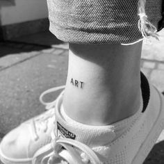 73 Cute and Inspirational Small Tattoos With Meanings - Fashion Creed Small Meaningful tattoos, cute small tattoos trending. Temporary and Permanent Tattoo ideas and inspiration. Tiny Tattoos For Girls, Cute Small Tattoos, Little Tattoos, Pretty Tattoos, Tattoo Girls, Tattoos For Women Small, Mini Tattoos, Leg Tattoos, Body Art Tattoos