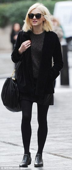72f37143a0fca7 Fearne Cotton proudly shows off blonde hair in a grunge-chic outfit