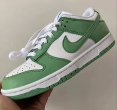 Dr Shoes, Swag Shoes, Hype Shoes, Me Too Shoes, Sneakers Mode, Sneakers Fashion, Fashion Shoes, Shoes Sneakers, Green Sneakers