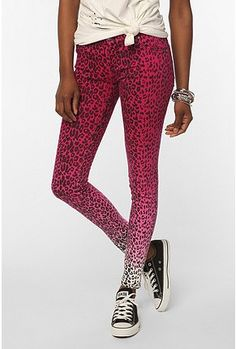 ombre w/ bright leopard print? way 2 mix 3 trends that werent supposed 2 b mixed haha Punk Rock Outfits, Jean Outfits, Cute Outfits, Fashion Outfits, Skinny Legs, Skinny Fit, Printed Skinny Jeans, Pink Leopard Print, Nice Dresses