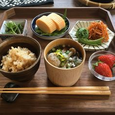ある日の朝ごはん Japanese Food Sushi, Japanese Dishes, Asian Recipes, Healthy Recipes, Aesthetic Food, Food Presentation, Food Inspiration, Love Food, Ramen