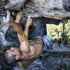 Daniel Fernandez en Los Tepuyeros 5.11c. Auyantepuy Venezuela French Montana, Trekking, Human Drawing, Scary Places, Kayak, Action Poses, Extreme Sports, Mountaineering, Climbers