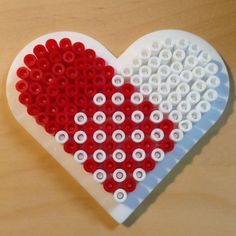 Hama perler - danish christmas heart <3 by http://idaxxmarie.blogspot.dk/search?updated-max=2014-03-24T12:00:00%2B01:00&max-results=5
