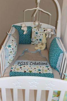 tour de lit nuages et etoiles vert anis bleu canard gris. Black Bedroom Furniture Sets. Home Design Ideas