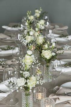Hvit festpakke med småvaser Table Settings, Vase, Table Decorations, Wedding, Furniture, Home Decor, Valentines Day Weddings, Decoration Home, Room Decor