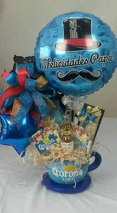 bouquet de dulces en taza o tarro Valentines Day Memes, Valentines Day Pictures, Valentines Day Party, Gift Bouquet, Candy Bouquet, Balloon Bouquet, Fathers Day Gift Basket, Gifts For Father, Alcohol Bouquet