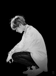 Taehyung... em thực sự nhớ anh, rất nhớ anh... Giá gì em có thể nhìn thấy anh lúc này, nhưng một chút thôi cũng đối với em quá xa xỉ...
