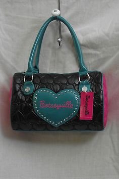 Betseyville:  Love this bag!