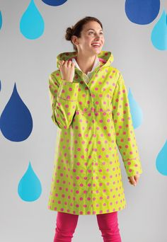 If you love sewing, then chances are you have a few fabric scraps left over. Raincoats For Women, Jackets For Women, Sewing Patterns Free, Free Pattern, Clothes Patterns, Sewing Designs, Pattern Ideas, Columbia, Green Raincoat