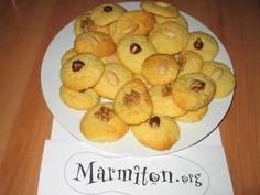Recette de Petits gâteaux de Noël de mémé ou bredele de mémé - Marmiton