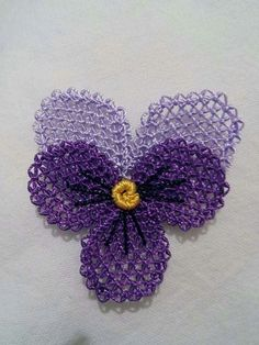 This Pin was discovered by Zeh Needle Tatting, Needle Lace, Yarn Crafts, Diy And Crafts, Point Lace, Lace Making, Cross Stitch Flowers, Lace Flowers, Needlepoint