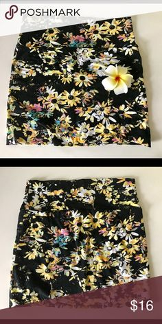 Floral black mini skirt Hot Gal Small Floral skirt perfect for spring/summer season. 95% cotton 5% spandex. Size small. Stretchy material. Zero flaws 💛🌺 Hot Gal Skirts Mini