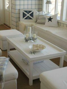 Ocean House bord - lekkert for hytta! White two-level coffee table. Coastal Living, Coastal Decor, Coastal Style, Dream Beach Houses, Ocean House, Beach House Decor, Home Decor, Cottage Style, Decoration