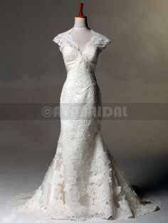 Vintage Inspired Lace Wedding Dress Keyhole Back Wedding Gown Shabby Chic Wedding Dress Shabby Chic Wedding Dresses, Ethereal Wedding Dress, Wedding Dresses Size 14, Wedding Gowns, Lace Wedding, Bridesmaid Dresses, Tent Wedding, Autumn Wedding, Dream Wedding