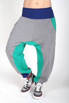 Cool tracksuit pants for those who want both a trendy look and comfortable trousers for training. Made of soft, gray fabric with two front pockets. http://www.2skin.dk/en/p/297/infinity-grey-green