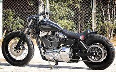 biker excalibur II: Custom-Harley-Davidson-FXDL via Moto Rivista Harley Dyna, Harley Davidson Sportster, Harley Bobber, Harley Davidson Chopper, Harley Bikes, Ironhead Sportster, Motos Bobber, Bobber Bikes, Bobber Motorcycle