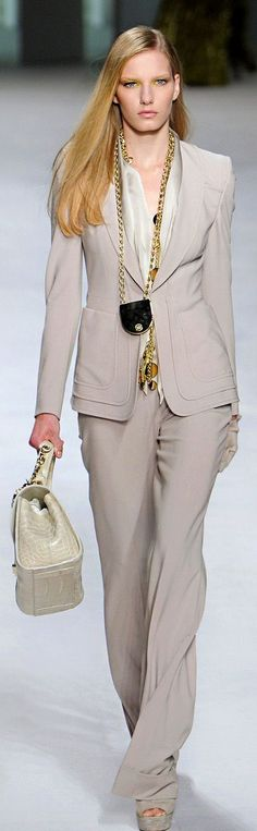 Elie Saab 2014/15 Neutral colors and long chain necklaces-LOVE