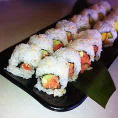 Avocado Tuna Sushi Roll!
